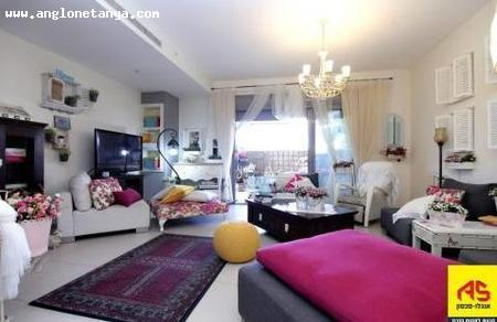 Real Estate Israel - Netanya agamim For sale in Netanya, in the desirable Agamim neighborhood, an upgraded garden apartment, huge... Anglo Saxon Netanya