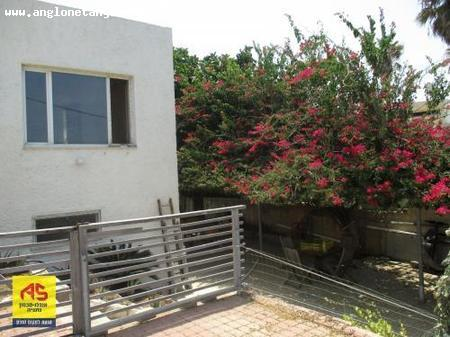 Real Estate Israel - Tsukey Yam  For sale in Tzukei Yam, a 5-rooms house (220 sqm) on two levels, 2 separate units in the courtyard.... Anglo Saxon Netanya