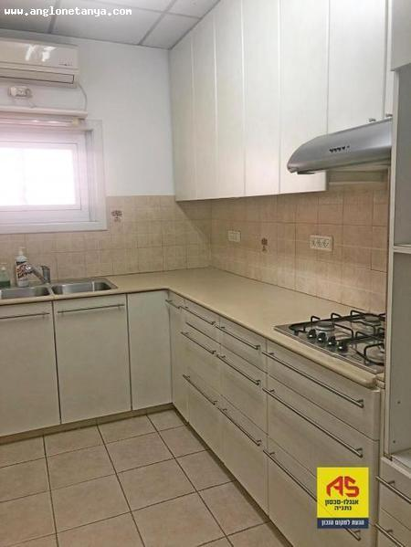 Real Estate Israel - Netanya North - City Center on the most beautiful street in Netanya. In the boutique building 11 tenants. 4 room apartment,... Anglo Saxon Netanya