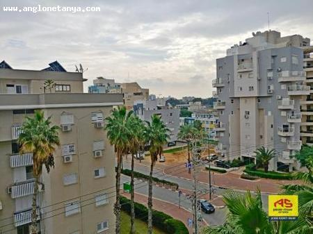 Real Estate Israel - Netanya City Center 4 large and spacious rooms on the desirable Ben Yehuda street, in a renovated building, very well... Anglo Saxon Netanya