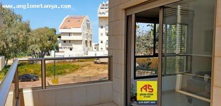 Real Estate Israel - Netanya Pardes Hagdud In the north of Netanya, a 4-room apartment (114 m²) with a large balcony, in a small 5 story,... Anglo Saxon Netanya