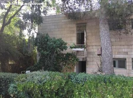 Real Estate Israel - Jerusalem Nayot Light and airy corner unit with private entrance, top floor of one storey building, 4.5 large... Shelly Landau Properties