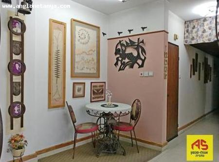 Real Estate Israel - Netanya City Center A 3 bedroom apartment on the 5th floor of a well kept building in south central Netanya. It is very... Anglo Saxon Netanya