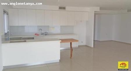 Real Estate Israel - Netanya Sea area For sale in Netanya, in the beautiful building ''Terrace'', a 5-rooms apartment, balcony of 40 sqm... Anglo Saxon Netanya