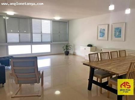 Real Estate Israel - Netanya Sea area The best location  in Nitza st. in the Shapiro buildings,  high floor, front, renovated 2 bed... Anglo Saxon Netanya