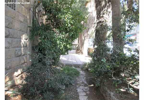 Real Estate Israel - Jerusalem Rehavia In the heart of Rechavia, 4 rooms on the ground floor with handicap access. 90 meters + 3 mirpesot.... Ben Zimra Real Estate