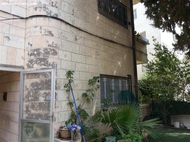 Real Estate Israel - Jerusalem Old Katamon Ground floor of arab style house,50 sqm garden,high ceilings,large rooms,for renovation with... Ben Zimra Real Estate