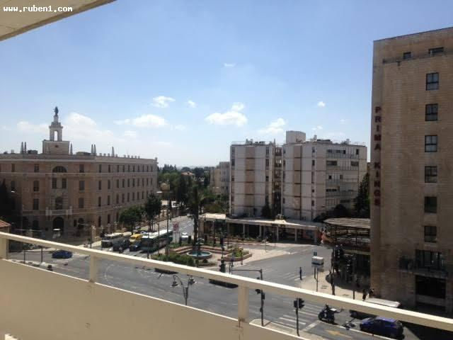 Real Estate Israel - Jerusalem City Center דירה במצב טוב מרפסת ענקית עם נוף מהמם! מיקום... Rubens Real Estate
