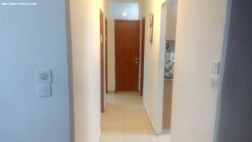 Real Estate Israel - Jerusalem Kiryat Hayovel Nice 3 rooms,in a well maintened building,good shape,with view to a Park,quiet,and bright Ben Zimra Real Estate