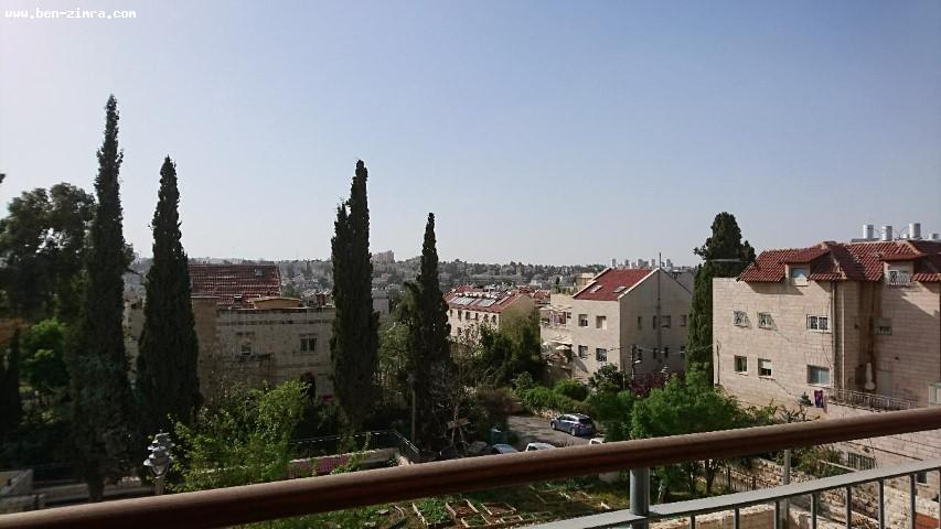 Real Estate Israel - Jerusalem Baka good location in a new stone buiding,4 bed rooms,2 bathrooms and 3 wc,10 sqm balconny,clim .storage... Ben Zimra Real Estate