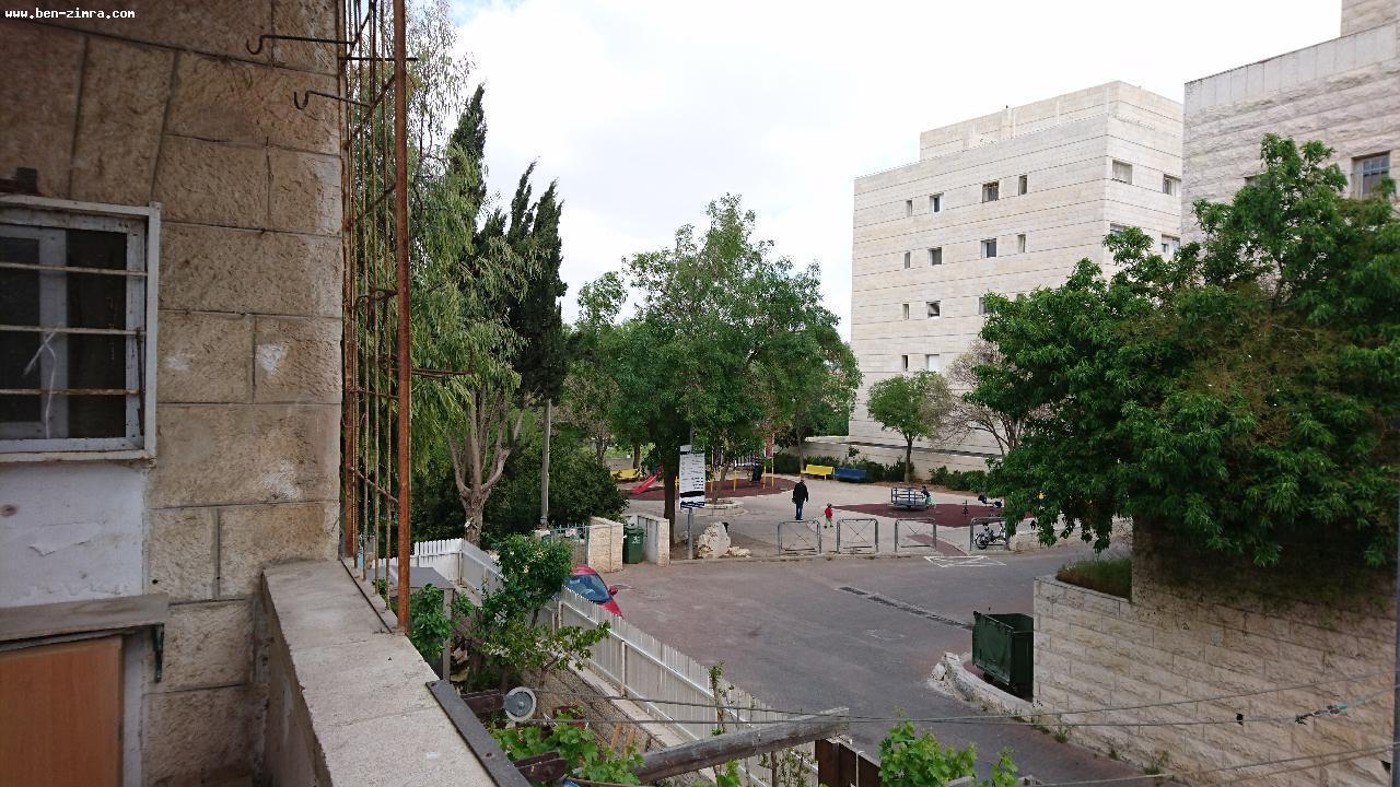 Real Estate Israel - Jerusalem Mekor Chaim Nice 3 rooms in Mekor Haim close to Emek refayim.  with balcony. high ceilings,quiet,in... Ben Zimra Real Estate