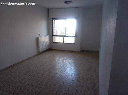 Real Estate Israel - Jerusalem Gilo Well-kept apartments in Guilo Beth. Close to mercaz mischari it is in quiet location. Good... Ben Zimra Real Estate