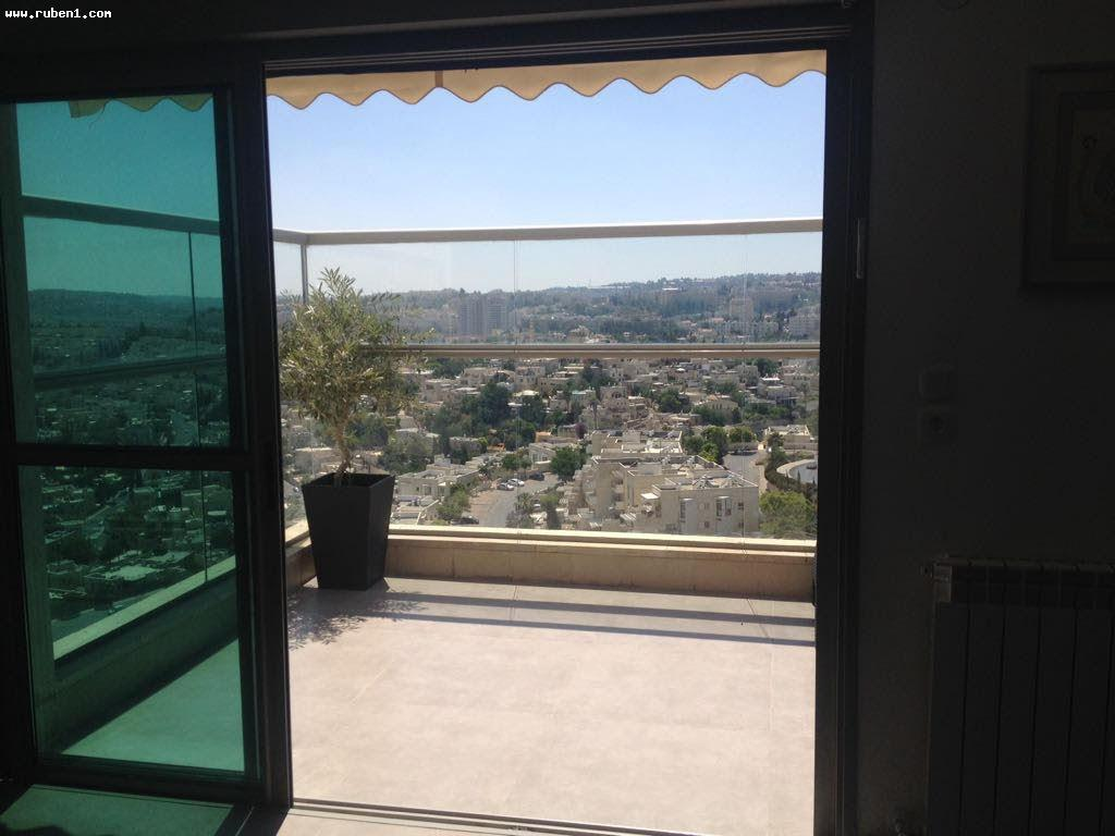 Real Estate Israel - Jerusalem Holyland Beautiful 5.5 rooms, spacious, renovated to a high standard, balcony with amazing views over all... Rubens Real Estate