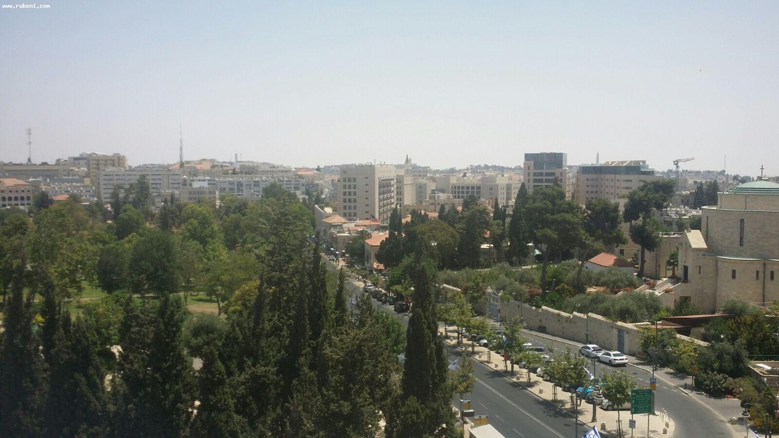 Real Estate Israel - Jerusalem City Center דירה ברחוב קינג ג'ורג', מרווחת כ-85 מ''ר, מרפסת גדולה מסביב... Rubens Real Estate