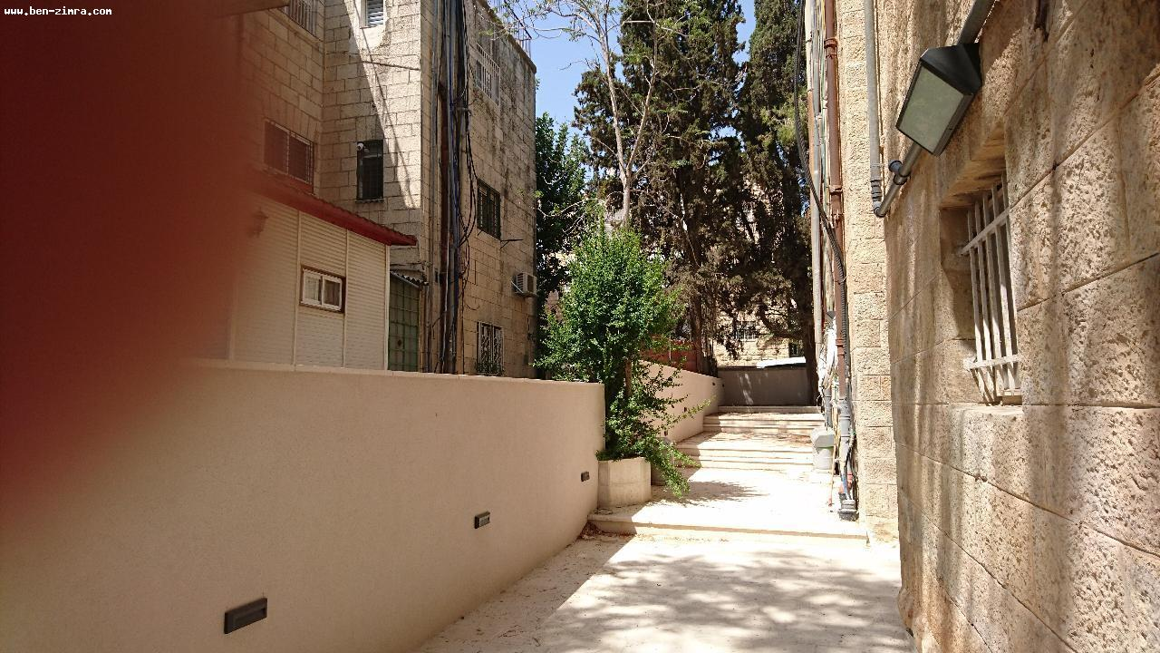 Real Estate Israel - Jerusalem Old Katamon IN THE HEART OF OLD KATAMON, IN AN ARABIC STYLE BUILDING, ON THE GROUND FLOOR,3 ROOMS +  A... Ben Zimra Real Estate