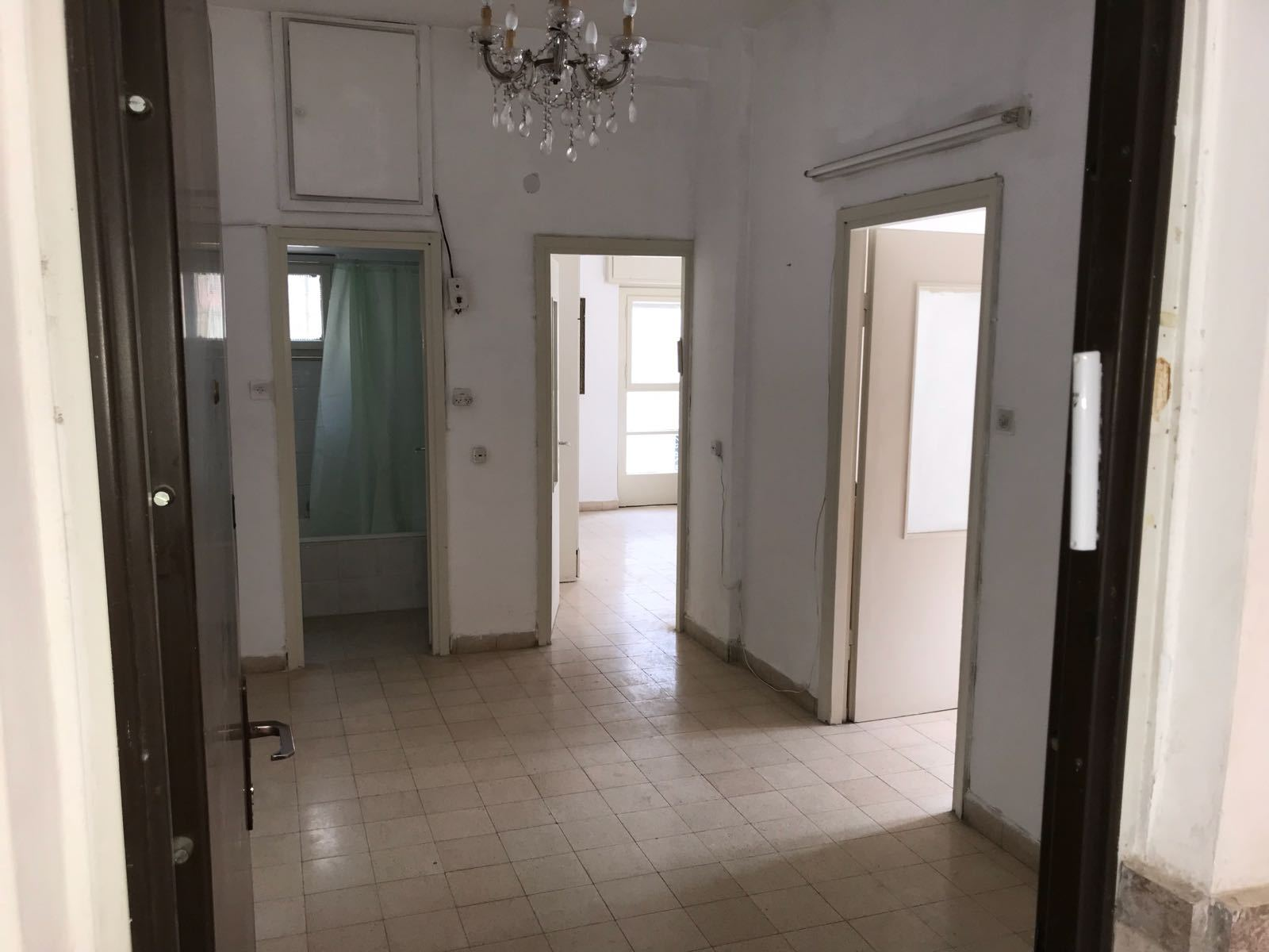 Real Estate Israel - Jerusalem Rehavia A beautiful, bright and spacious apartment on a quiet street, ground floor with no stairs at all. 4... Ben Zimra Real Estate
