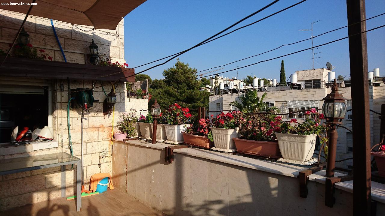 Real Estate Israel - Jerusalem Mekor Chaim Close to Emek Refayim,large Penthouse ,succa balcony 20 sqm,good shape,living room 40 sqm, 4... Ben Zimra Real Estate