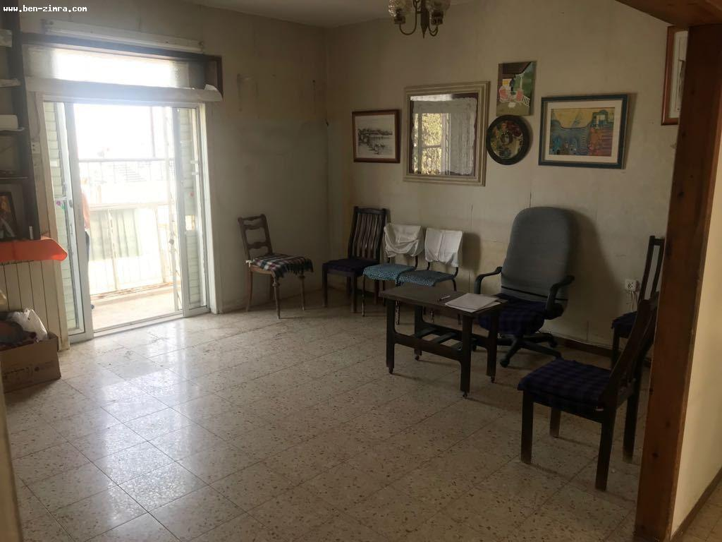 Real Estate Israel - Jerusalem Katamon A rare bargain in Katamon A 3.5 room apartment can be divided into four bedrooms, 75 m2, 3rd... Ben Zimra Real Estate