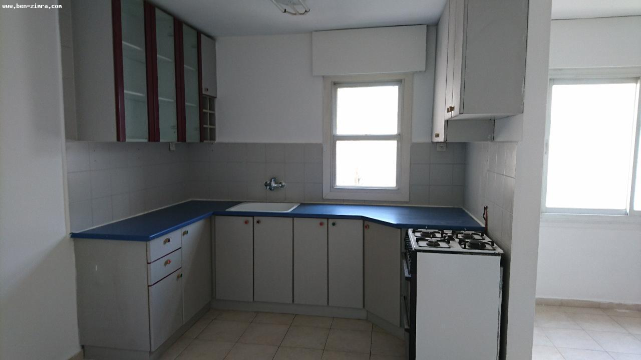 Real Estate Israel - Jerusalem Mekor Chaim Close to Emek Refayim,Nice 3 rooms,in a well kept stone building,in a good shape,quiet. Ben Zimra Real Estate